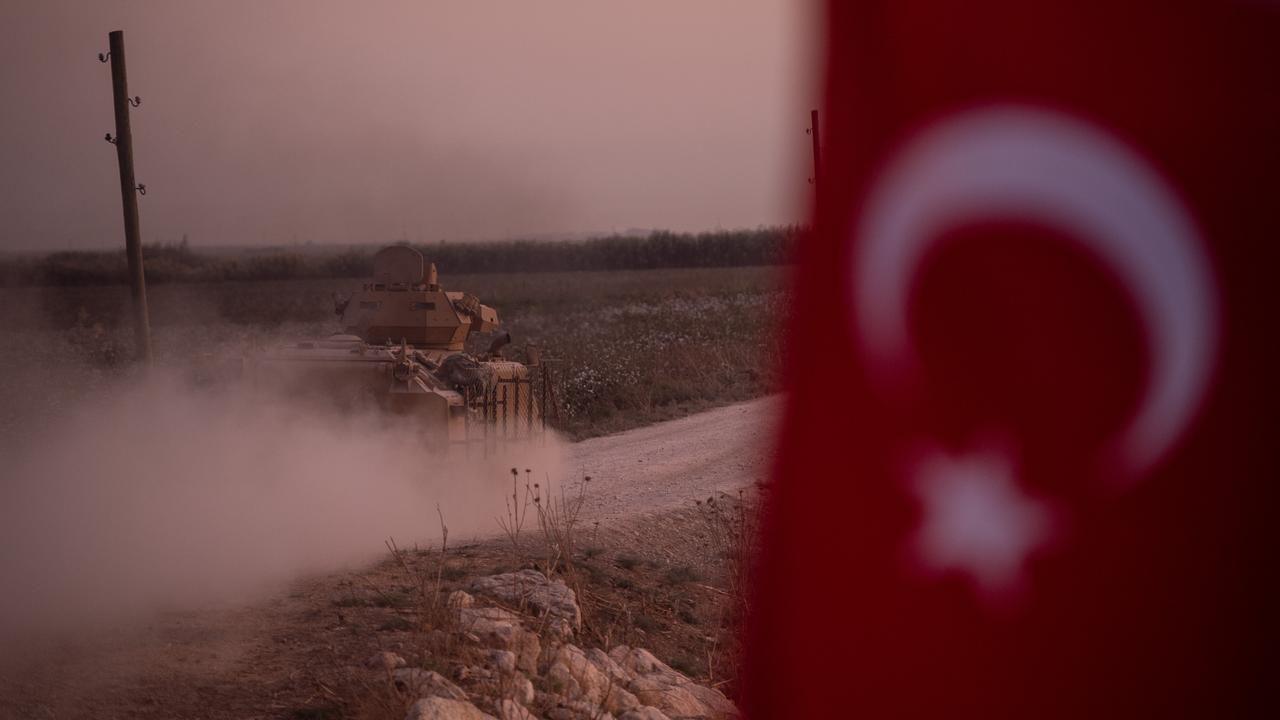 turkse-grondtroepen-trekken-noordoosten-van-syrie-binnen-1280x720.jpg