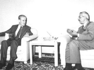 """طلال سلمان يفتح صفحاته العربية: """"السفير"""" وسوريا(2/1)"""
