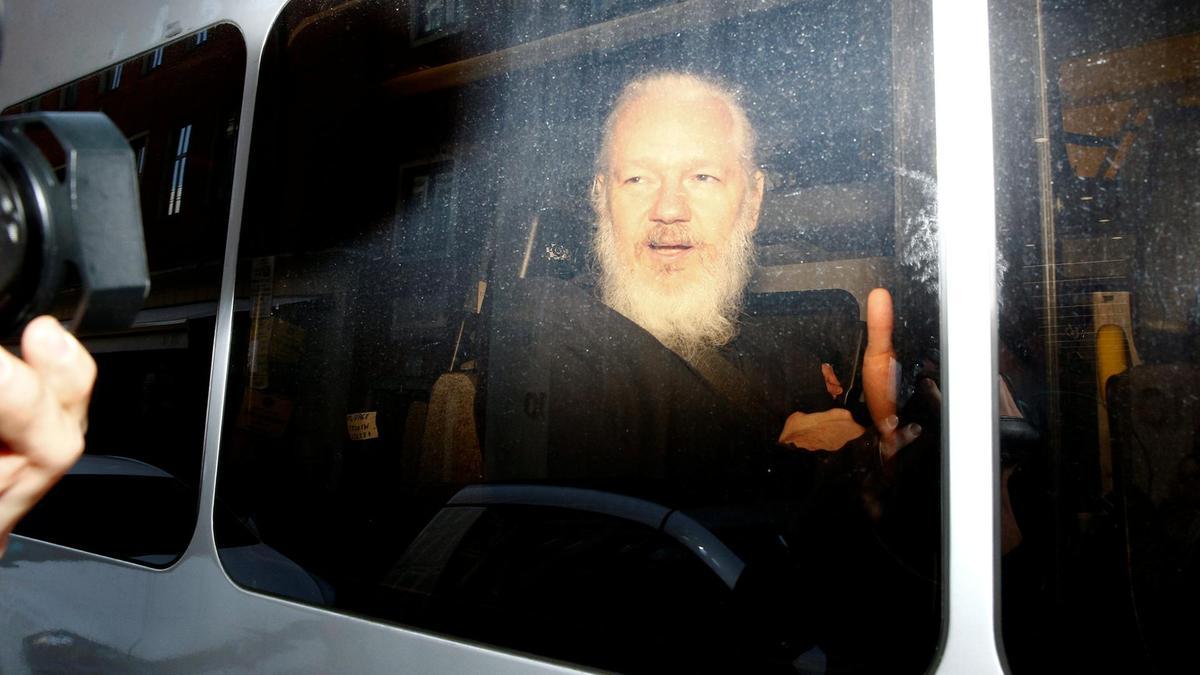 wo12-APRuk-julian-assange01.jpg