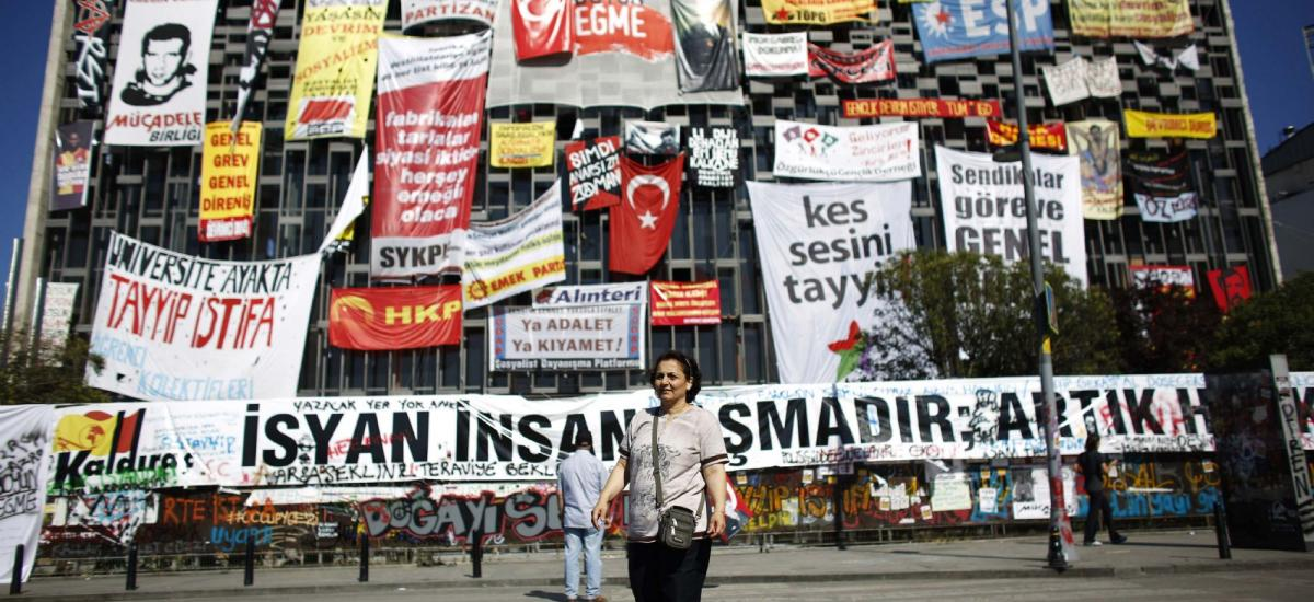 20130612162400reup-2013-06-12t162024z_2001158888_gm1e96c1r9801_rtrmadp_3_turkey-protests.h.jpg