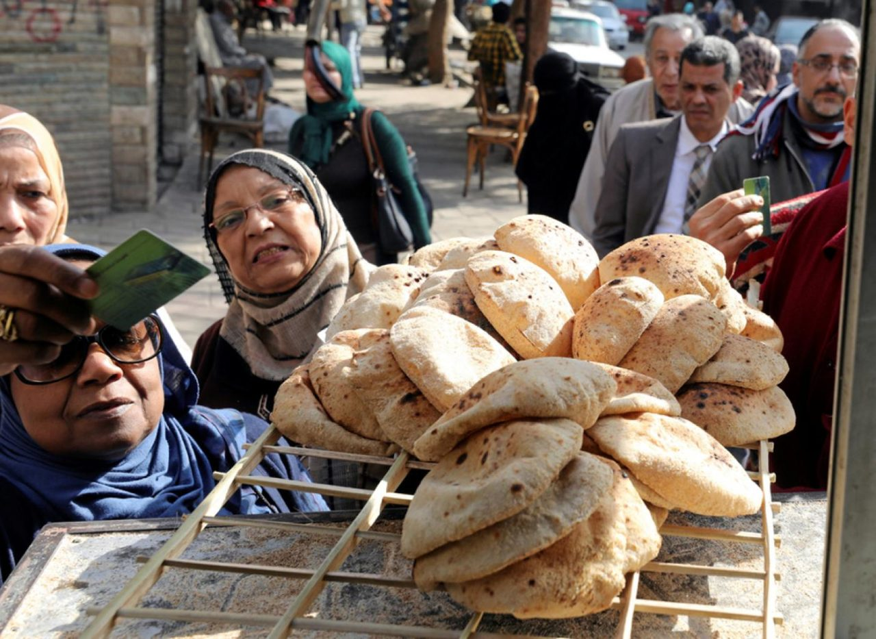 Egyptians-queue-for-bread-in-Cairo-Reuters-1280x933.jpg