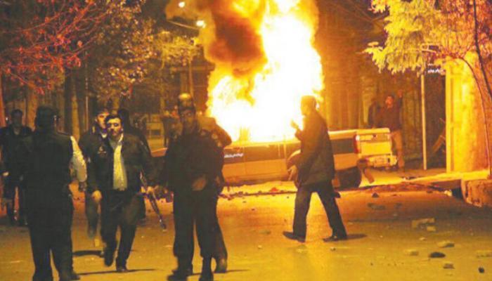 155-101203-water-protests-iran-demonstrators-fire-police-car_700x400.jpg